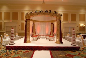 GOLD WEDDING MANDAP