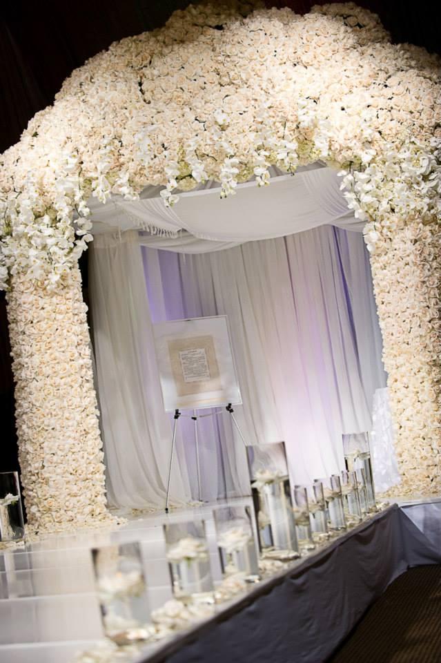 Kim Kardashian Wall Of Roses Wedding Decor Backdrop Ceremony Ideas